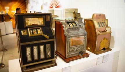 Spielautomaten in der Ausstellung