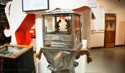 Sehr seltener Boxautomat (Boxomat) in der Ausstellung -> Siehe Automaten-Datenbank